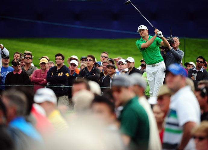 Jordan Spieth recorded a sizzling 63 on the Torrey Pines North Course to move into the lead after the second round.
