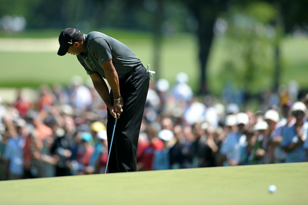 had another frustrating day at Aronimink. Woods shot even par, and he is 13 shots off the lead.