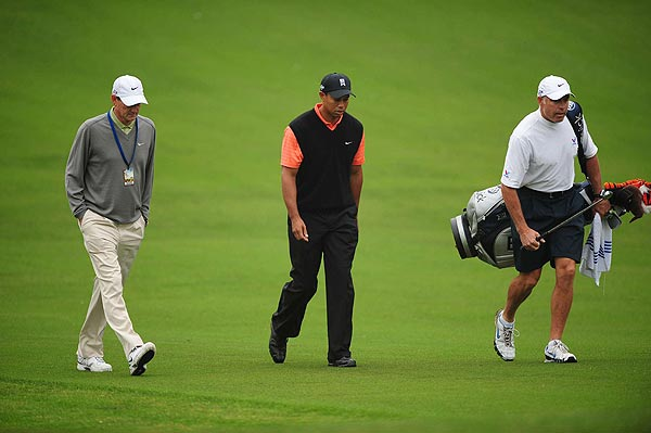 Swing coach Hank Haney (left) accompanied Tiger on the back nine.