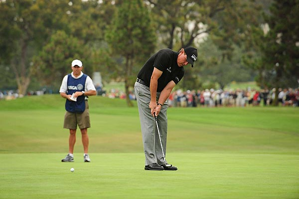 Mickelson two putted on the first hole for a par.
