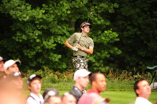 wore an army-themed outfit in support of the troops. Watson got to 3-under par, but he bogeyed the last three holes to finish at even par.
