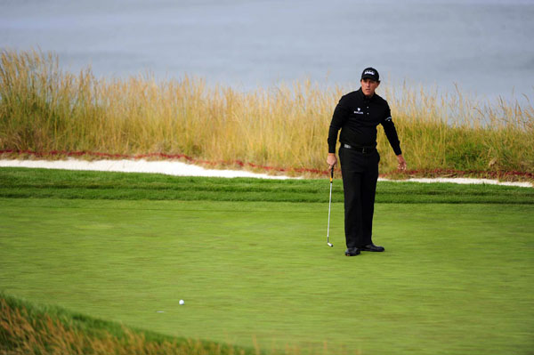 Mickelson failed to make a single birdie on Thursday.