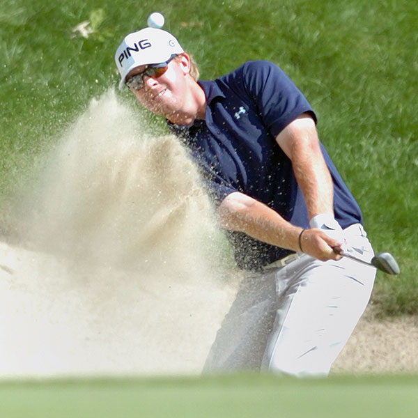 Hunter Mahan has the first-round lead after shooting 62 at the Travelers Championship.