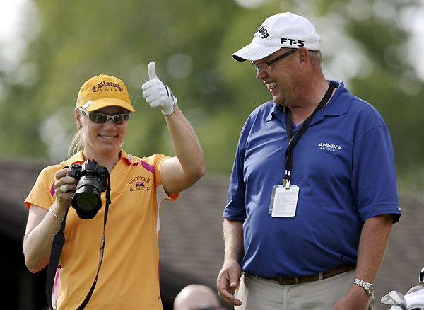 Sorenstam took some pictures with the camera of her coach Henri Reis.