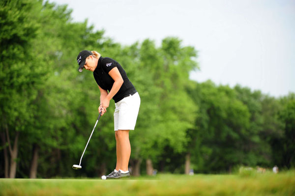 Defending champion Cristie Kerr birdied 18 to shoot a one-under 72.