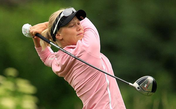 Minea Blomqvist birdied 18 to shoot a 69.