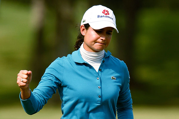 Lorena Ochoa shot a six-under 66 in the first round of the LPGA Tour Championship.