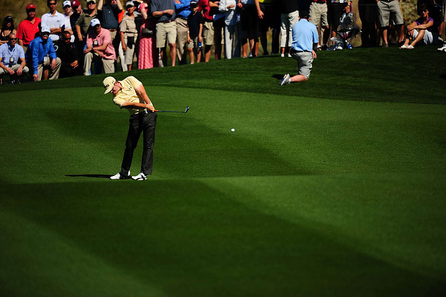 Hunter Mahan trounced Matt Kuchar, 6 and 5.