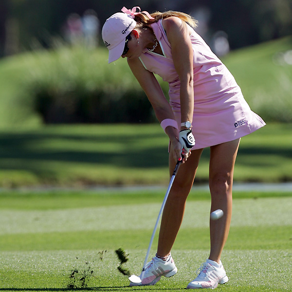 Paula Creamer shot a bogey free 67 Friday to tie Lorena Ochoa for the lead at 6-under par.