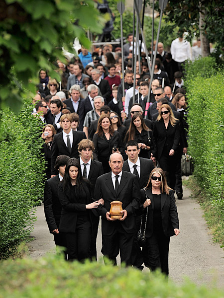 Family and friends of Seve Ballesteros walked in a funeral procession from Seve's childhood home to the local church in Pedrena, Spain on Wednesday to honor the late legend.