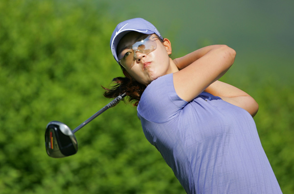 Michelle Wie closed with two birdies for a 68.