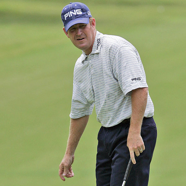 Jeff Maggert is at 6 under par, tied for second place with Purdy.