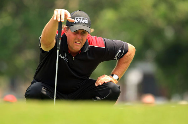 Third Round of Crowne Plaza Invitational at ColonialPhil Mickelson made a birdie on 18 to grab a one-shot lead.