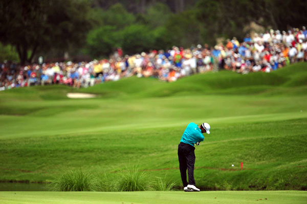 Woods's roller-coaster day included five birdies, two bogeys and a double bogey.