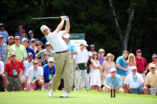 Ernie Els rebounded from a first-round 73 with a 69 on Friday.
