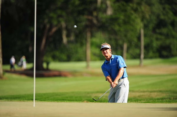 David Toms shot a 42 on the back nine to fall out of contention.