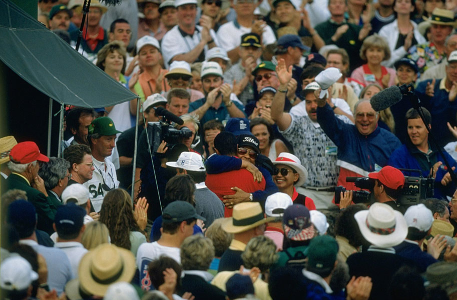 Tiger Woods hugged his father, Earl, as his mother, Kutilda, looked on after the 1997 Masters.