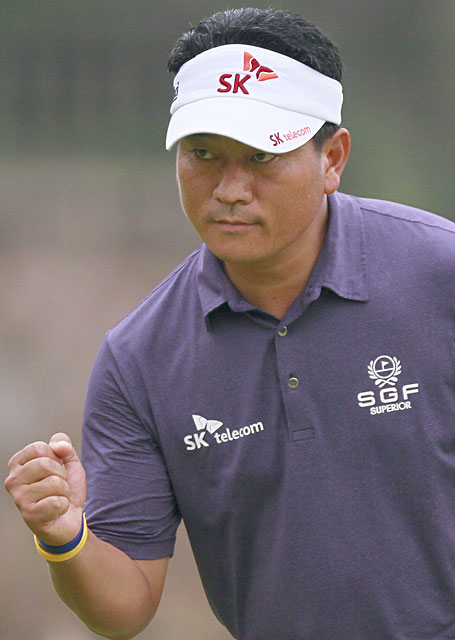 K.J. Choi made seven birdies and three bogeys for a four-under 68.