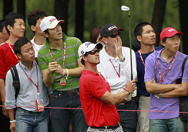 Adam Scott is one shot off the lead after making nine birdies and two bogeys.