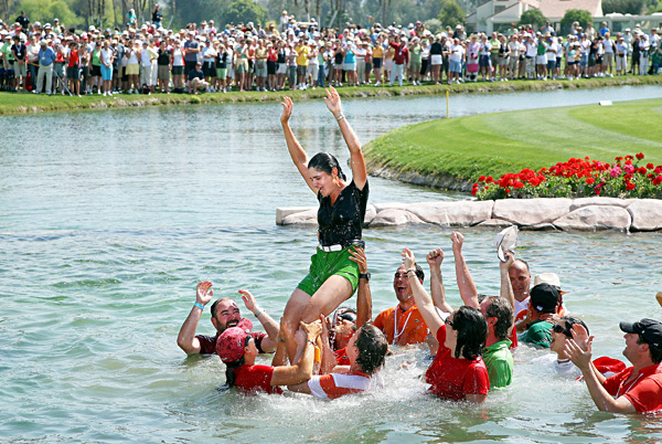 After a flawless final round, Ochoa won another major championship at the 2008 Kraft Nabisco Championship and took her ceremonial dive into the lake by the 18th hole.