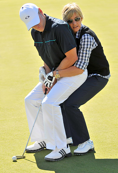 DeGeneres then helped amateur Kevins Hooks with his putting.