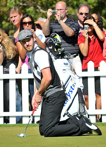 Timberlake tried a new style of putting on the practice green.