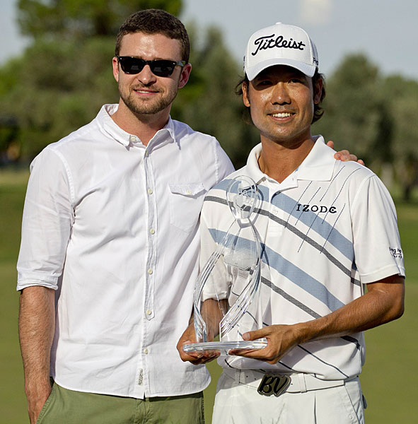 Tournament host Justin Timberlake presented the trophy to Na.