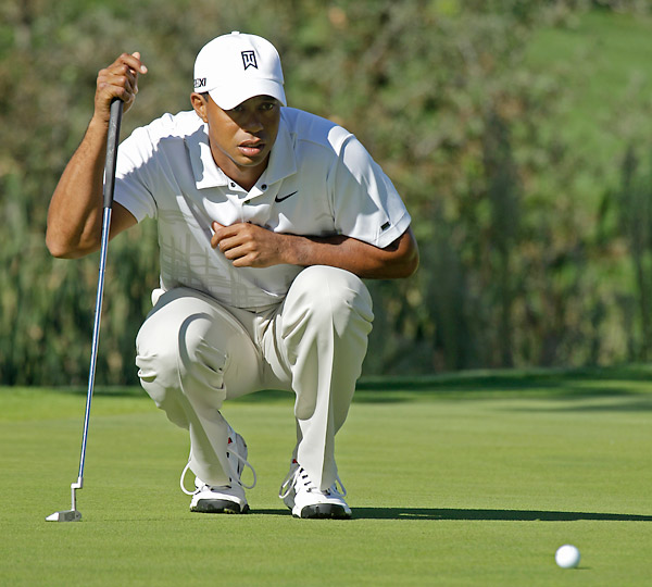 Woods got things going by making a long birdie putt at the 11th (his second) hole.