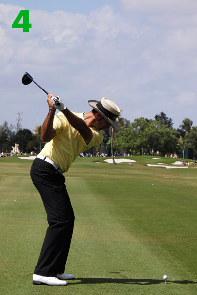 4. Quiros makes a beautiful transition — he starts to unwind his hips without turning his shoulders, and he drops his hands straight down. More importantly, he performs these moves without losing his original setup tilt.