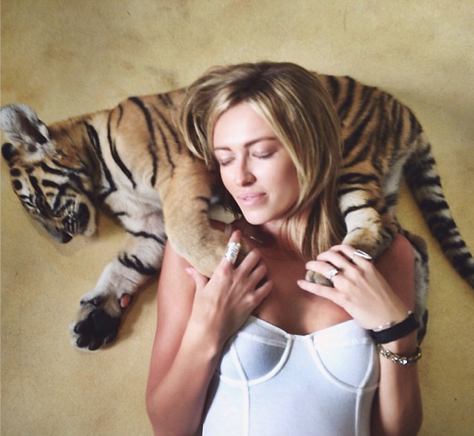 "Paulina Gretzky posts another picture from her Asia trip with Dustin Johnson on Instagram: ""Cat nap."""
