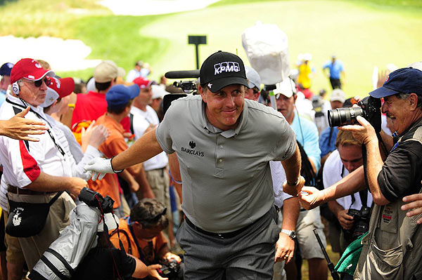 Fans rallied around Phil Mickelson, who recently announced his wife, Amy, has breast cancer.