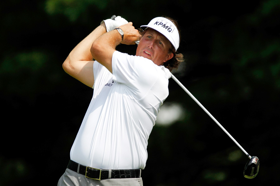 Phil Mickelson made five bogeys and two birdies for a 73.