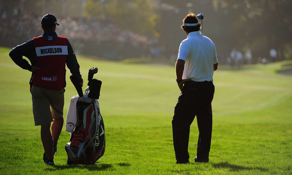 Mickelson birdied the 18th to cap a second-round 71.