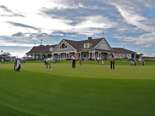 Pros flocked to the putting green before their round on Thursday.