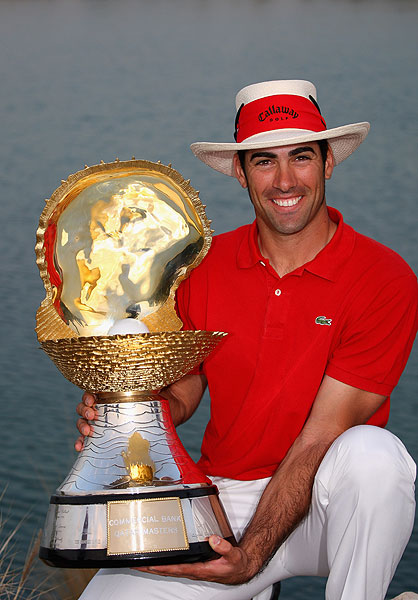 Winners of the Qatar Masters, like Alvaro Quiros in 2009, get a giant clam. Is that a pearl or a giant golf ball in there?