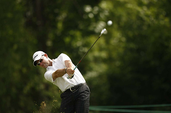 Rory Sabbatini birdied 18 to move to 13 under par, one stroke short of the lead.