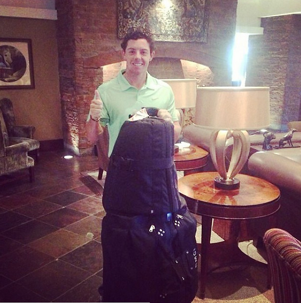 @McIlroyRory:Re-United with my clubs!!!