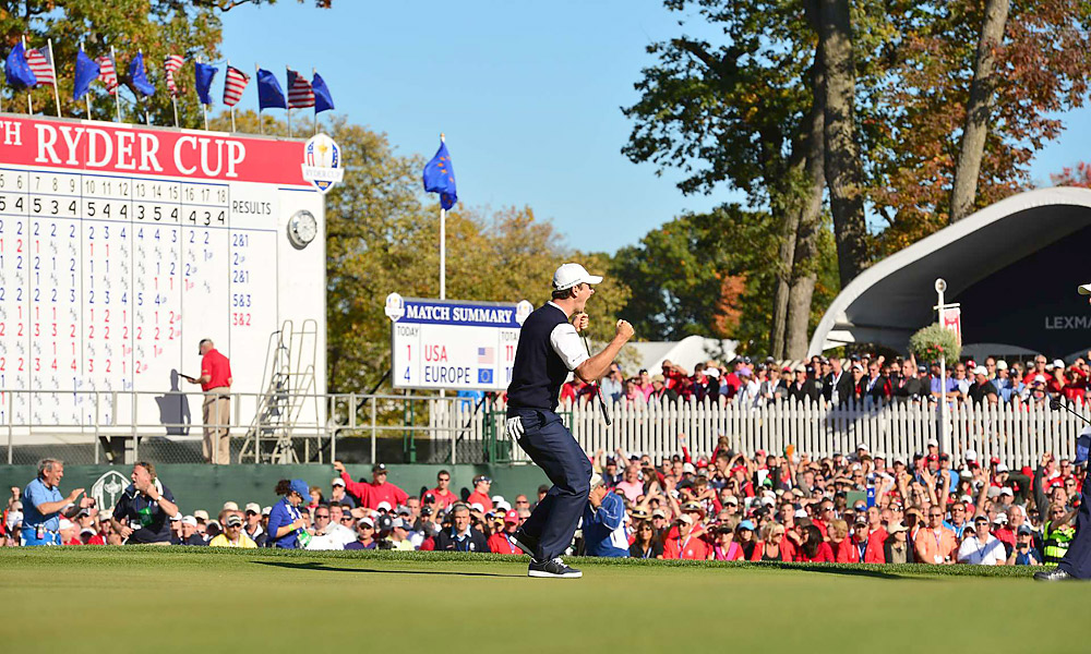 Justin Rose made dramatic birdie putts on 17 and 18 to beat out Phil Mickelson, 1 up.