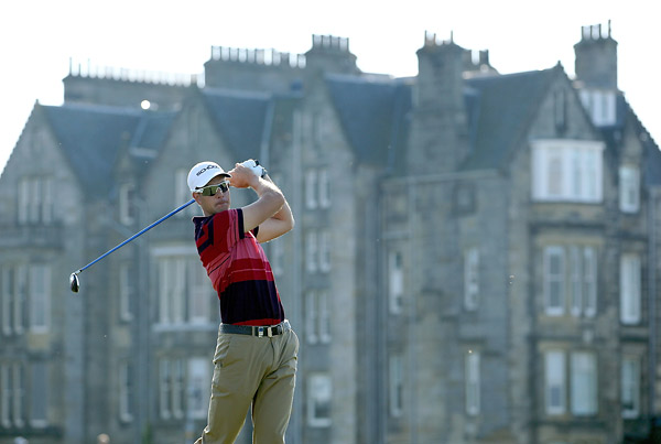 Henrik Stenson birdied the 18th on the Old Course at St. Andrews to move to one under.