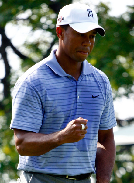 Tiger Woods surged into the lead after a nine-under 62.