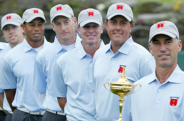 From left to right: U.S. Ryder Cuppers Hunter Mahan, Tiger Woods, Jim Furyk, Steve Stricker, Phil Mickelson and U.S. captain Corey Pavin