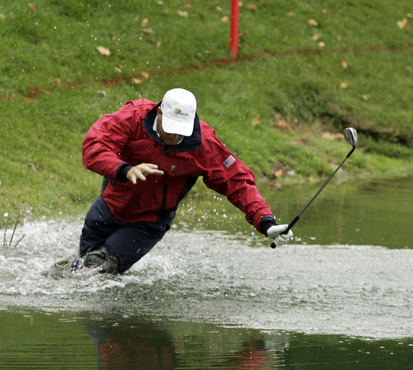 Most ingenious attempt to start The Wave: Woody Austin Paired with Phil Mickelson in a Presidents Cup foursomes match in 2007, Austin tried to play a shot out of a greenside lake at Royal Montreal's 14th hole. He failed to get the ball out of the water, lost his balance and disappeared face-first into the lake. Mickelson dubbed him Aquaman, and the next day Austin donned a snorkel and mask as he approached that green.