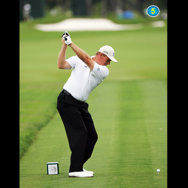 His free-and-easy wrist hinge and right-elbow fold put him perfectly on plane at the top (shaft pointing parallel left of his target) and allow him to turn his upper body almost a full 90 degrees.