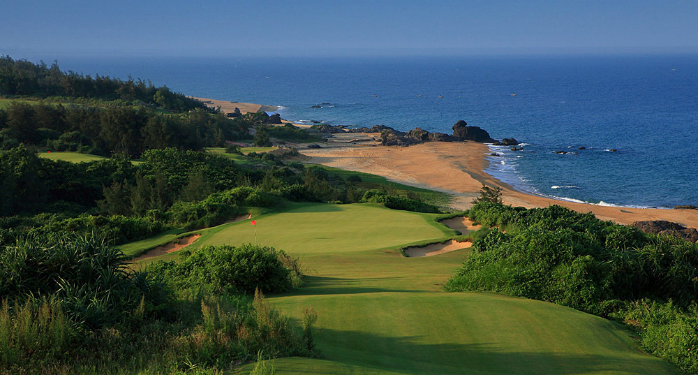 Best New International Course: Honorable Mention                        Shanqin Bay Golf Course -- Bo'ao, Hainan Island, China -- Private