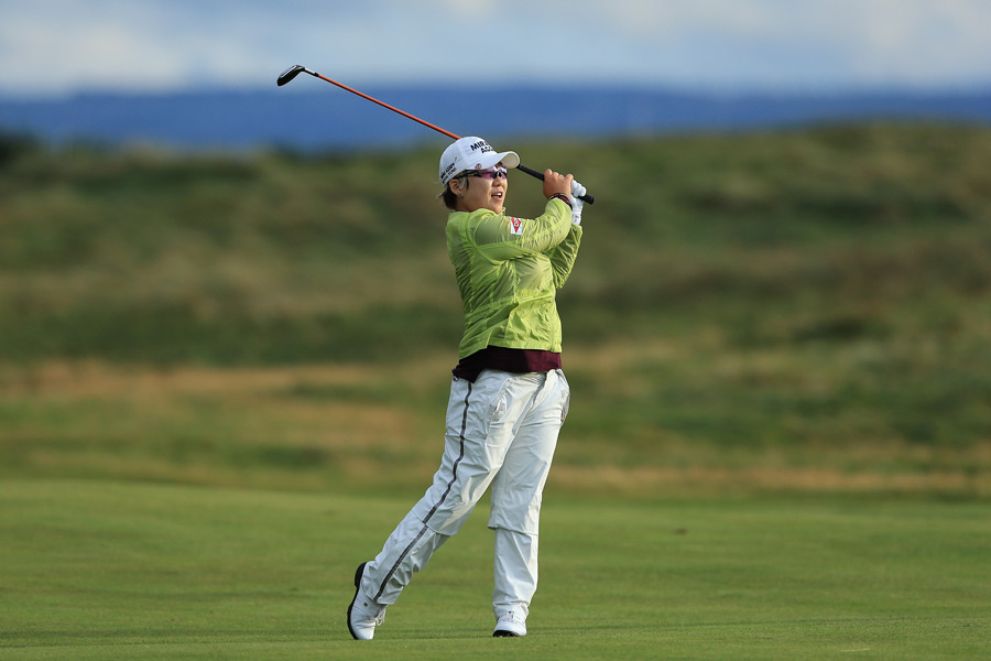 Jiyai Shin won for the second week in a row after a nine-shot romp Sunday at the Women's British Open.
