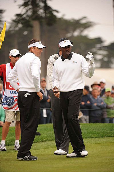 Vijay Singh and Robert Allenby led their match against Stewart Cink and Hunter Mahan for most of the morning, but in the end had to settle for a half point.