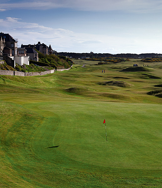 "Moray Golf Club 18th (par 4, 393 yards)                     LOCAL KNOWLEDGE: ""Hit the tee shot on line with the Pro shop and hit the approach on line with the sundial in front of the clubhouse."" - Alistair Thomson, former head professional"