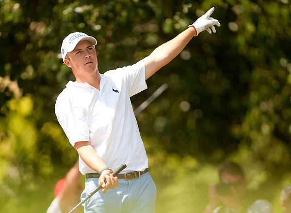 received a big ovation on the first tee, but the 17-year-old struggled early and went on to shoot a 77.