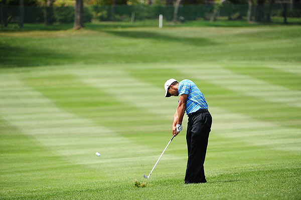 Woods opened his round with a birdie on the first hole, but went on to double bogey the par-5 sixth.