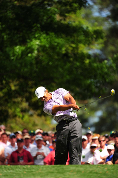 Woods added one more birdie and three bogeys for a front-nine 36.